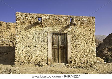 Adobe home in the desert, Tunisia