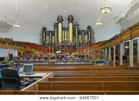 The Salt Lake Tabernacle Pipe Organs
