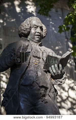 Dr Samuel Johnson Statue In London