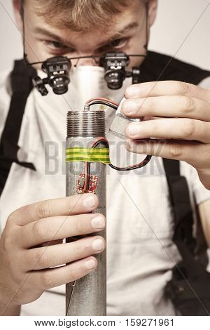 Man making classic type of tube bomb at home