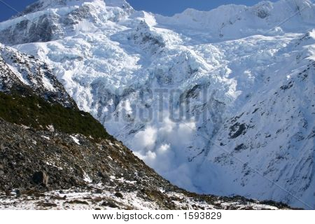 Avalanche - Mount Cook - New Zealand