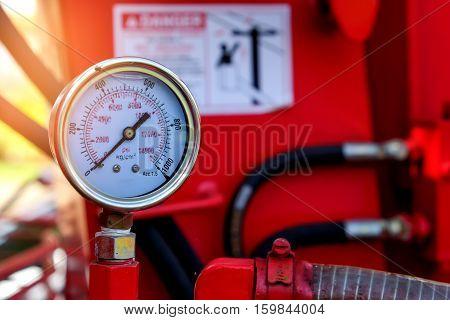 Gauge pressure hydraulic crane on the car.