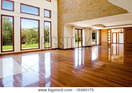 Sala de estar grande vazia