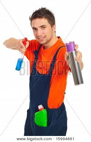 Fröhlich Reinigung Worker-Mann