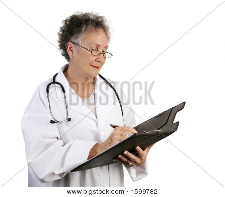 Reife Frau Doktor Taking notes