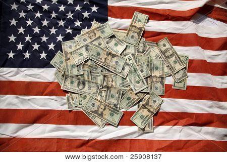 Dinero en una bandera americana