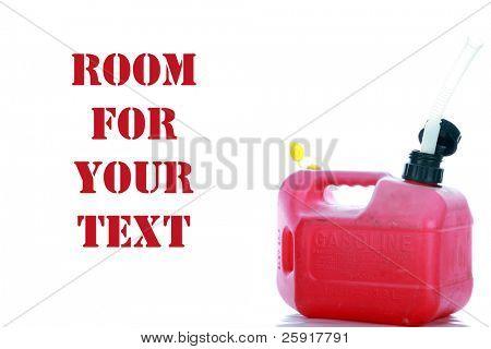 gas de plástico rojo puede aislado en blanco con espacio para su texto