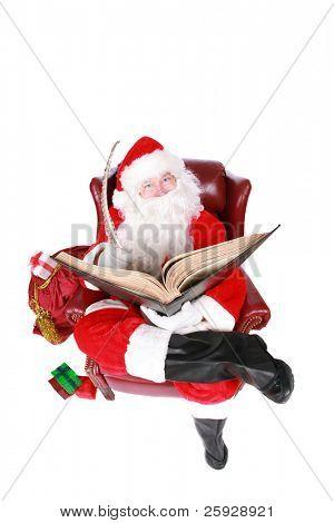 """Santa Claus liest aus seinem Buch von Wer war """"böse oder Nizza"""" isoliert auf weiss mit Platz für yo"""
