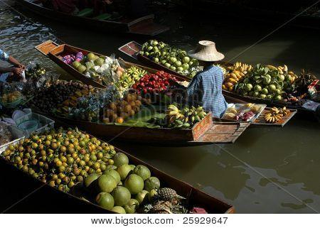 Floating market in Damnoen Saduak near Bangkok, Thailand