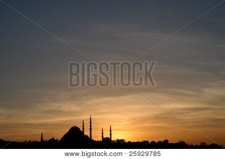 Suleymaniye mosque in Istanbul, Turkey, at sunset