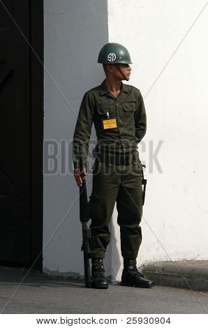 Thai soldier in front of the Royal palace in Bangkok, Thailand