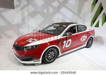 CHICAGO - el 15 de febrero: KIA la carrera coche presentación en Chicago Auto Show anual el 15 de febrero,
