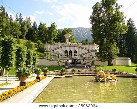 Jardín de Castillo de Linderhof, Baviera, Alemania