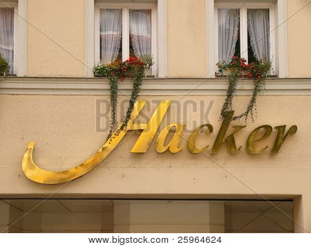 Golden Hacker, exclusive hacking, hacker house ;-)