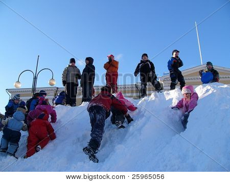 Kids winter play