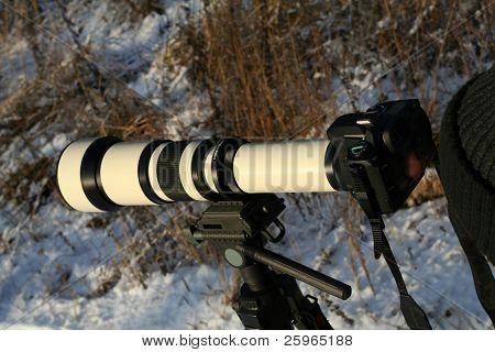 Big telephoto lens on slr photo camera