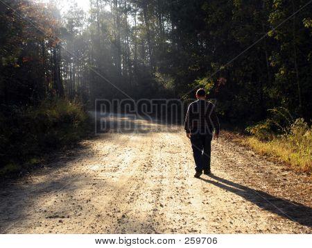 Fuß die Straße hinauf