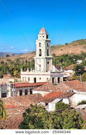 Vista panorámica sobre el campanario del Museo Nacional de la Lucha Contra Bandidos. Fue Convento