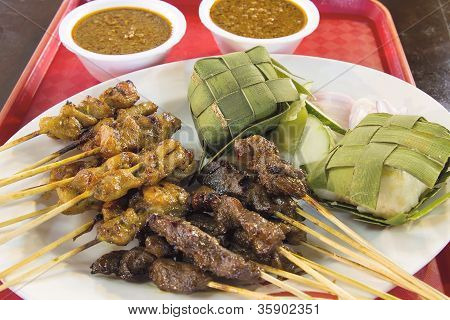 Chicken And Mutton Satay With Ketupat Peanut Sauce
