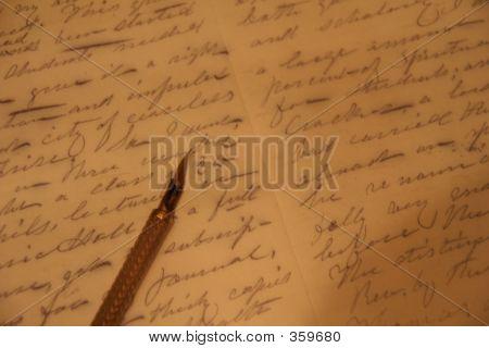 Nib da pena ao longo do texto escrito