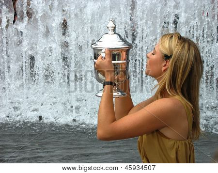 US Open 2006 champion Maria Sharapova kisses US Open trophy after her win the ladies singles final