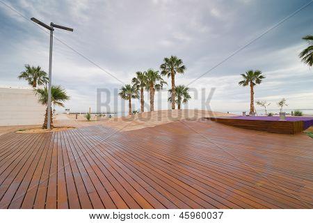 Moderne Strandpromenade