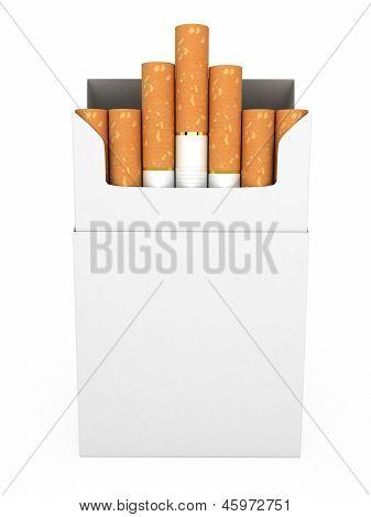 Offene volle Packung Zigaretten isoliert