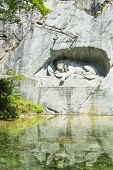 image of shiting  - Dying lion monument in Lucerne  - JPG