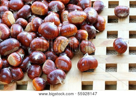 Raw Spanish chestnuts with shells (Sweet chestnuts)