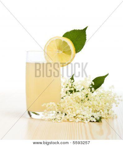Elderberry flower flavored refreshment