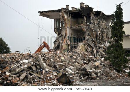 zerstörte Gebäude, Trümmer. Serie