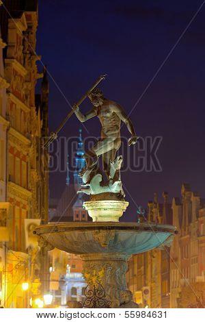 Neptun-Brunnen in der Nacht