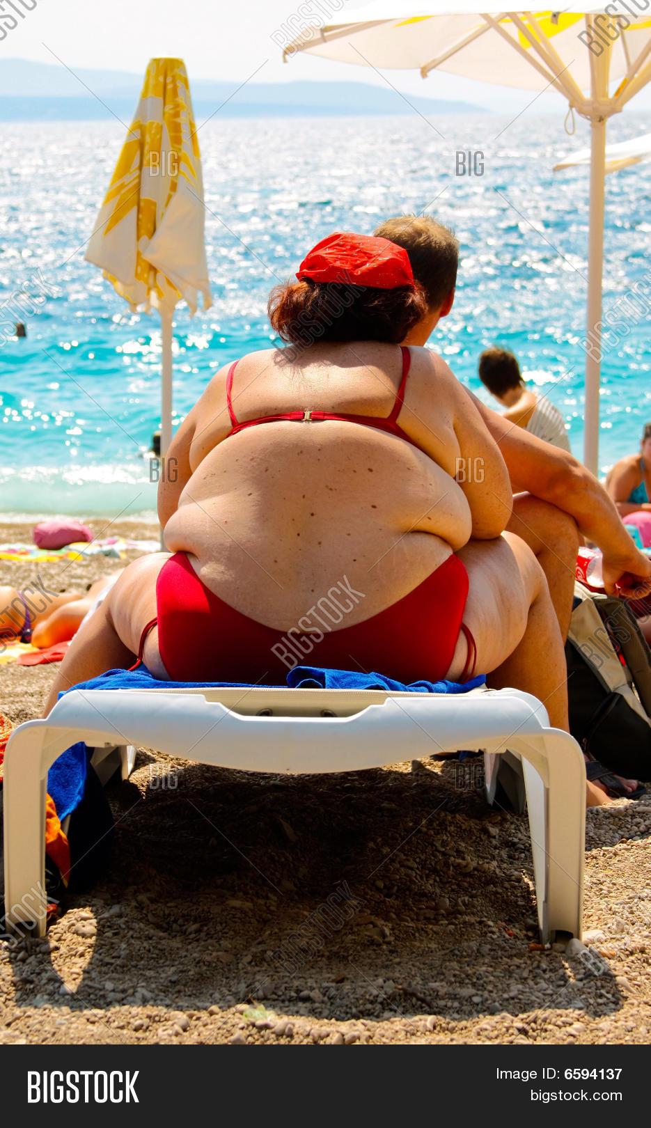 Толстые на пляже 22 фотография