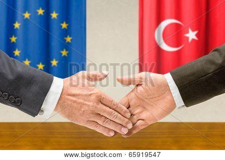 Representatives of the EU and Turkey shake hands