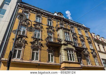 Tenement built in neo-baroque style