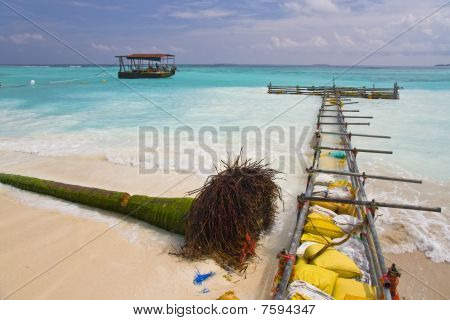 Strengthening of coast on one of Maldivian island-hotels