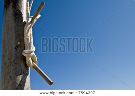 Flag Pole Tie