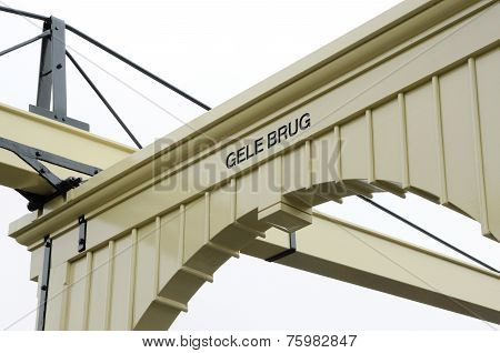 Yellow-bridge-close-up