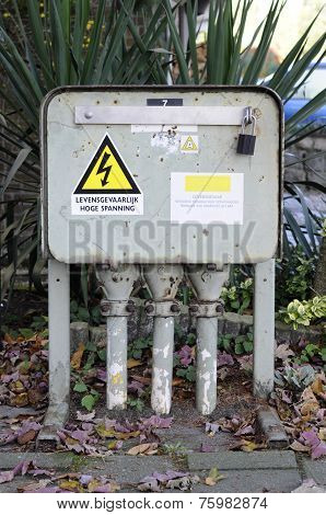 Electrical-pole-junction-box