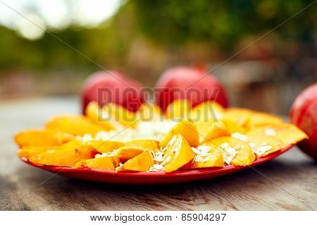 Sliced fruits arrangement