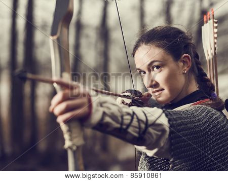 Medieval Archery, Woman Shoot