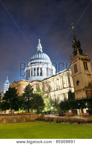 St Pauls Cathedral in London at night