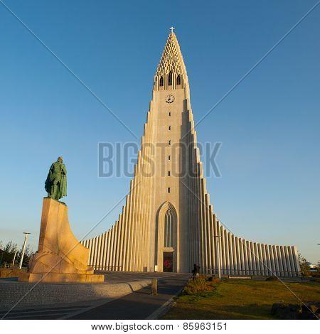 Hallgrimskirkja and Leif Ericsson statue in Reykjavik
