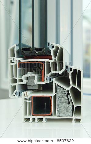 Modelo de corte de uma janela de plástico