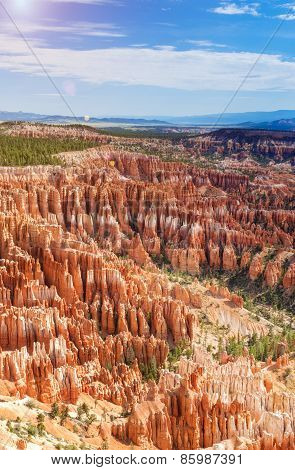 Line Of Brown And Yellow Sandstone Cliffs And Pinnacles In Bryce Canyon National Park In Utah, Usa
