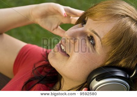 Mulher, ouvir música
