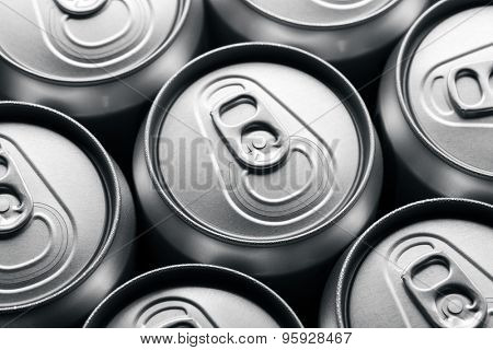 Closed drinks can tops