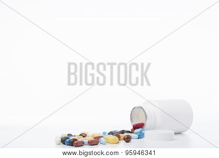 White pill bottle.Pills on a white background