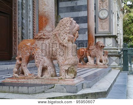 Red marble lions at waiters in Bergamo