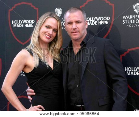 LOS ANGELES - JUL 14:  Suzanne Quast, Sean Carrigan at the Warner Bros. Studio Tour Hollywood Event at the Warner Brothers Studio on July 14, 2015 in Burbank, CA